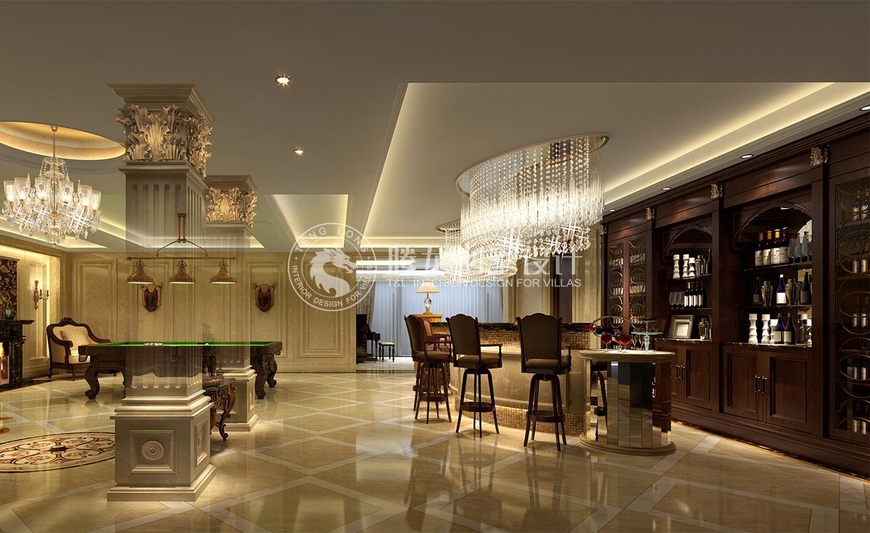 对于独栋别墅来说,传统欧式风格更能彰显其空间的大气华贵感,如同本案,设计师通过墙、地、顶三大面的修饰,结合软装的搭配,既显示了业主的身份与品位,又示以耐人寻味的生活品质追求。在休闲空间区域同样延续以欧式基调打造高品质的私人空间。 猜你喜欢: