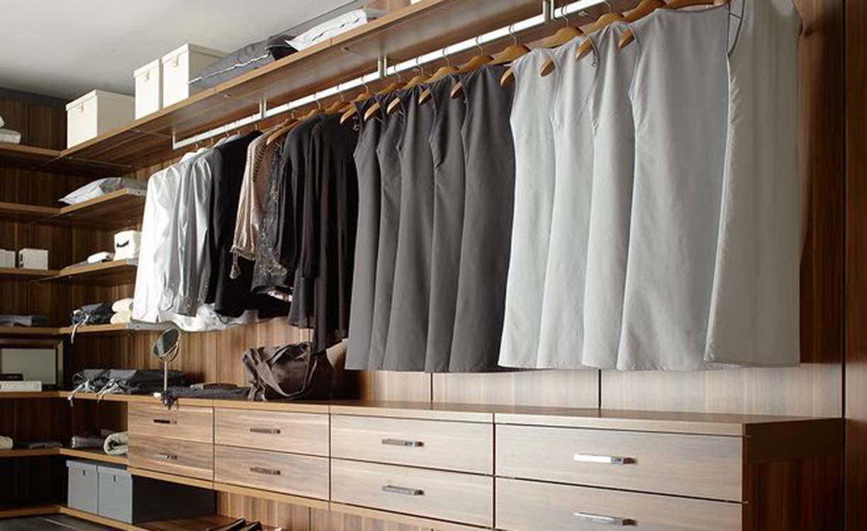 别墅衣帽间选择开放式衣柜的优缺点图片